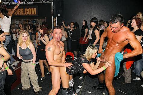 Mature amateurs playing strip game free sex videos watch jpg 900x601
