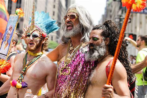 Pride parade wikipedia jpg 800x533